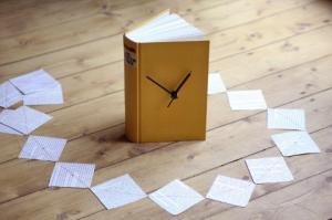 Kit: Uhr im Buch